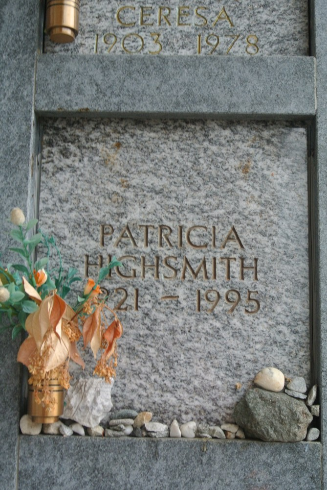 Patricia Highsmith's last resting place in Tegna cemetery.