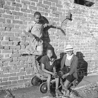 Negro boys at the port, Charleston, South Carolina, 1937