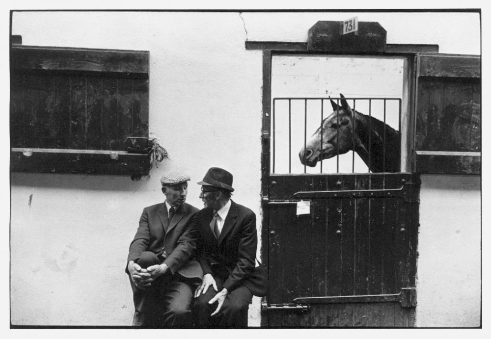 William Gedney, Two men talking outside horse stall, Ballsbridge, Dublin, 1974
